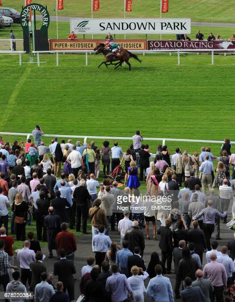 Labarinto ridden by George Baker wins The Piper Heidsieck Champagne Handicap Stakes in a photo finish ahead of Prussian