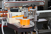 Automated labeling machine equipment with conveyor belt