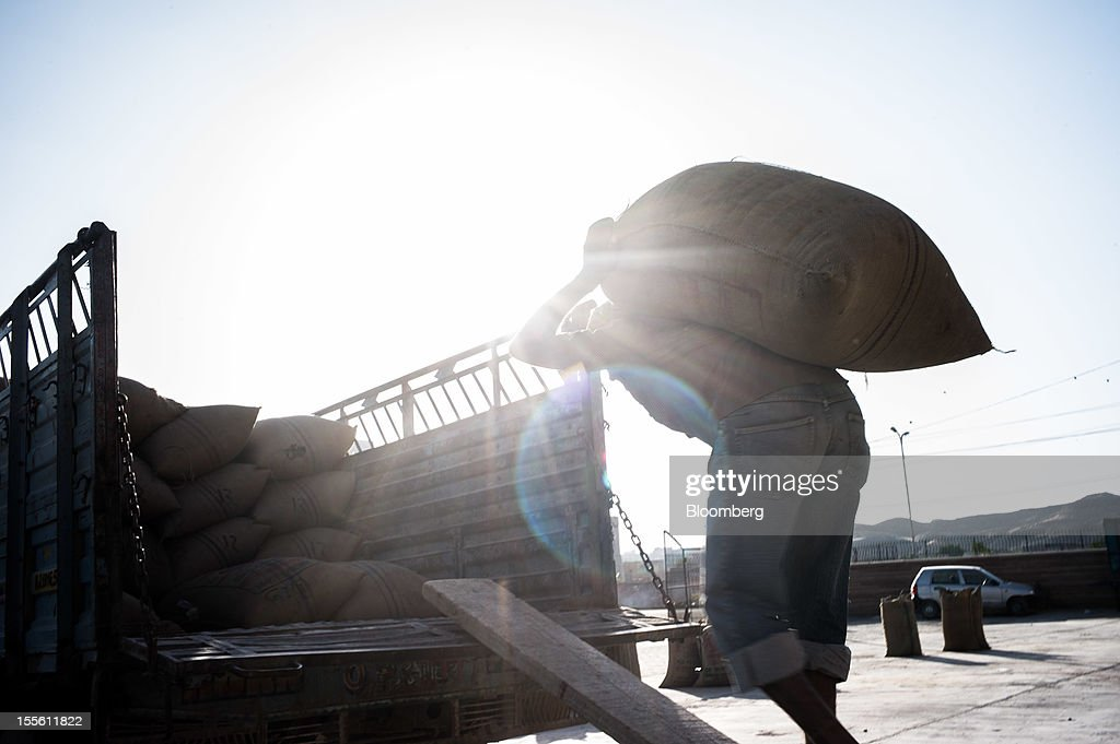 A laborer carries a sack of guar onto a truck at a grain market in Jodhpur, India, on Monday, Oct. 29, 2012. Guar gum is used to blend materials used in fracking. Photographer: Sanjit Das/Bloomberg via Getty Images
