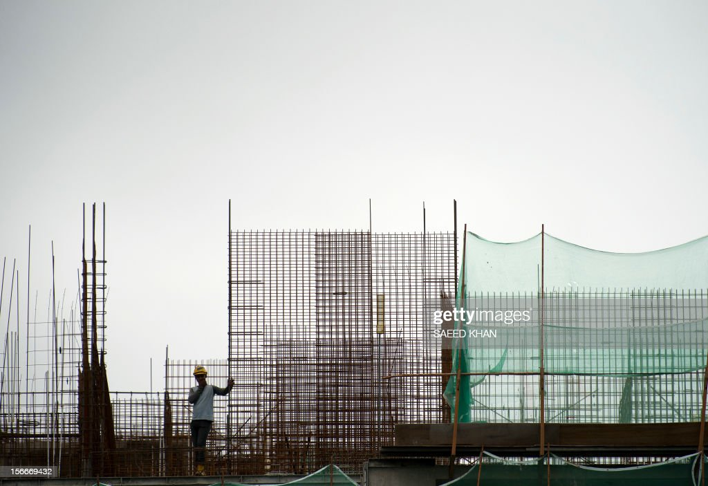 A laborer waits next to a steel structure at a construction site in Kuala Lumpur on November 19, 2012. Malaysia's economy grew a better-than-expected 5.2 percent in the third quarter due to private consumption and private and public investment in such sectors as transportation, oil and gas, and public utilities. The central Bank has previously forecast full-year growth between four and five percent, slower than the 5.1 percent seen last year. AFP PHOTO / Saeed KHAN