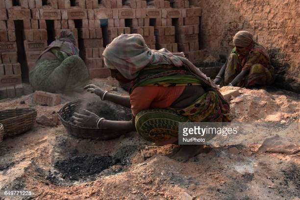 Laborers cover their face to escape pollution of the brick kiln Kamduni West Bengal India 080317 The brick kilns of Bengal employ a large number of...