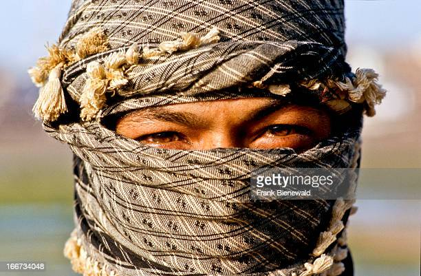 Laborers in Mandvi have to cover their face because of strong winds