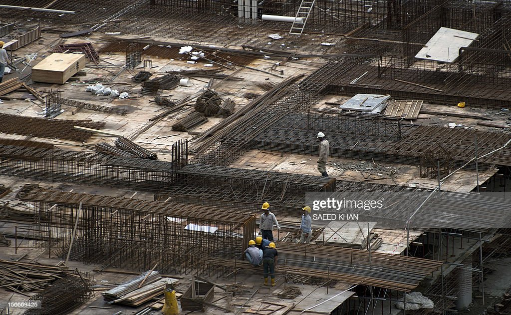Laborers work at a residential high-rise construction site in Kuala Lumpur on November 19, 2012. Malaysia's economy grew a better-than-expected 5.2 percent in the third quarter due to private consumption and private and public investment in such sectors as transportation, oil and gas, and public utilities. The central Bank has previously forecast full-year growth between four and five percent, slower than the 5.1 percent seen last year. AFP PHOTO / Saeed KHAN