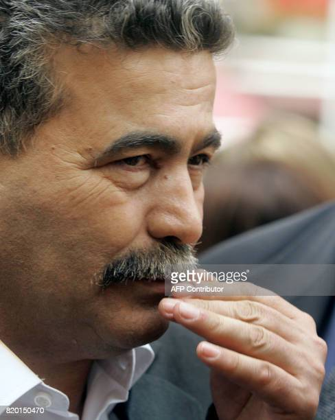 Labour party leader Amir Peretz gestures as he tours during his election campaign tour of Jerusalem 21 March 2006 Israel's general election campaign...