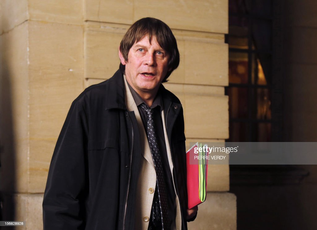 CGT labour union leader Bernard Thibault leaves after a meeting with French Prime Minister on November 22, 2012 at the hotel Matignon in Paris.