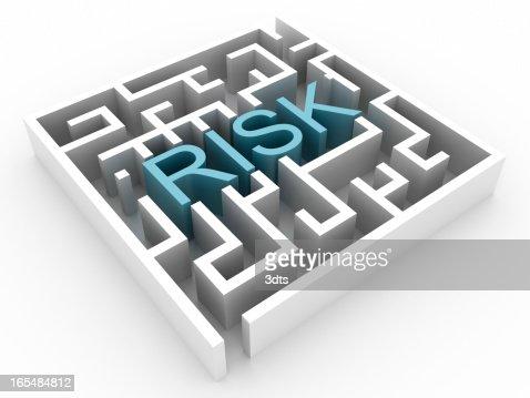 Labirinto con rischio di testo (isolato su bianco