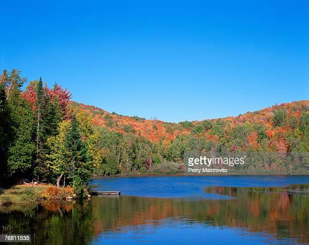 Lac des Seize Iles in autumn