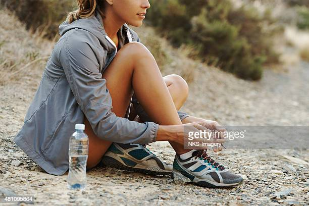 Laces her shoes before the run