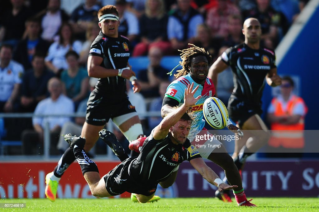 Lachlan Turner of Exeter Chiefs attempts to beat Marland Yarde of Harlequins to the ball during the Aviva Premiership match between Exeter Chiefs and Harlequins at Sandy Park on September 17, 2016 in Exeter, England.