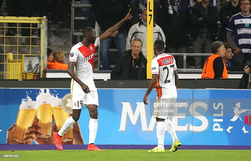 <a gi-track='captionPersonalityLinkClicked' href=/galleries/search?phrase=Lacina+Traore&family=editorial&specificpeople=6515667 ng-click='$event.stopPropagation()'>Lacina Traore</a> of Monaco celebrates scoring a goal during the UEFA Europa League match between RSC Anderlecht and AS Monaco FC at Stade Constant Vanden Stock on September 17, 2015 in Anderlecht, Belgium.