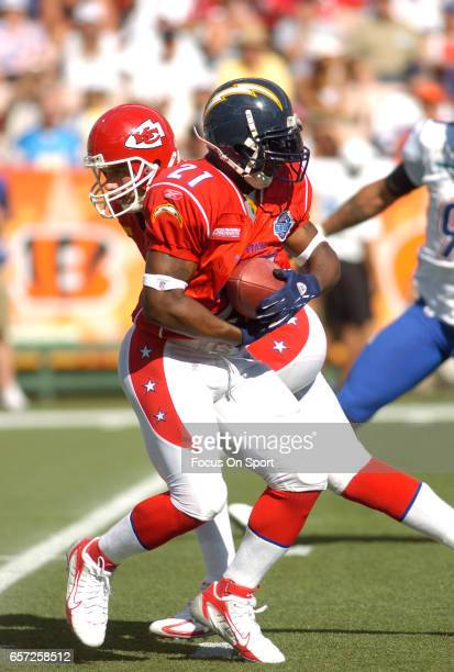 LaDainian Tomlinson of the AFC takes the handoff from Trent Green against the NFC during the NFL Pro Bowl Game February 12 2006 at Aloha Stadium in...