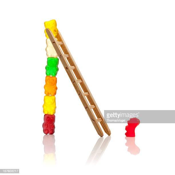 Die Leiter zum Erfolg. Gummibärchen Teamarbeit Mut Humor Candy Tower