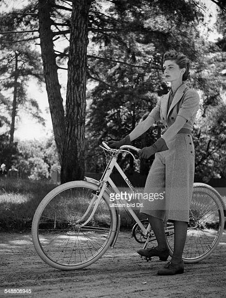 Ladieswear made of flannel for riding a bicycle um 1938 Photographer Gyula H Brassai Published by 'Die Dame' 13/1938 Vintage property of ullstein bild