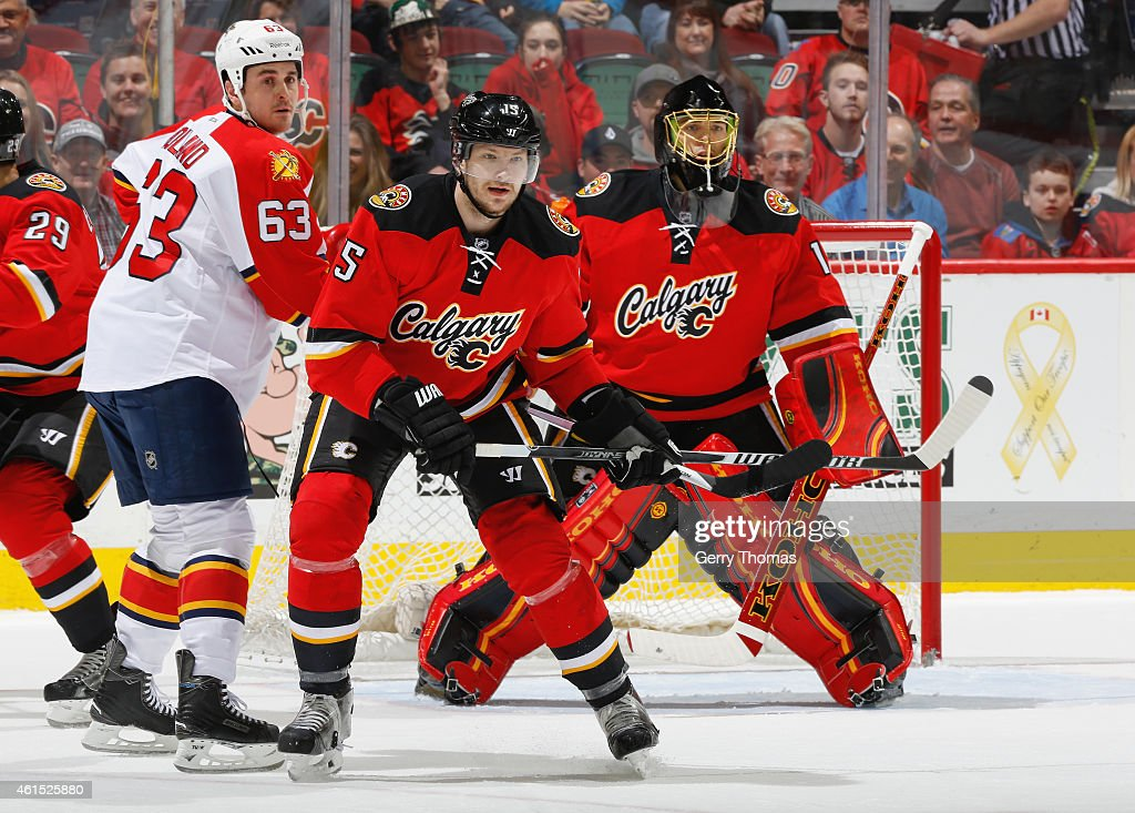 Ladislav Smid of the Calgary Flames battles in front of the net against Dave Bolland of the Florida Panthers at Scotiabank Saddledome on January 9...