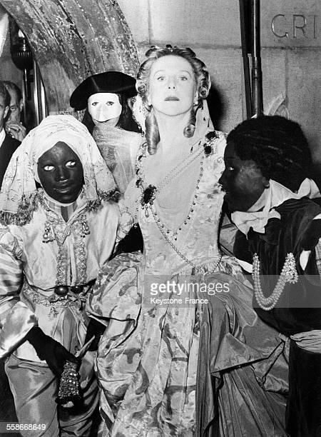 Lady Diana Cooper en Pompadour au bal masqué organisé par Charles de Bestegui et appelé le 'Bal du siècle' au palais Labia à Venise Italie le 6...