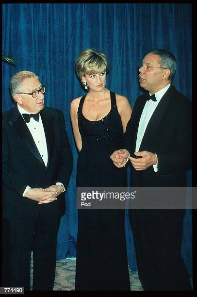 Lady Diana Spencer stands with Henry Kissinger and General Colin Powell at the 41st annual United Cerebral Palsy Awards gala December 11 1995 in New...