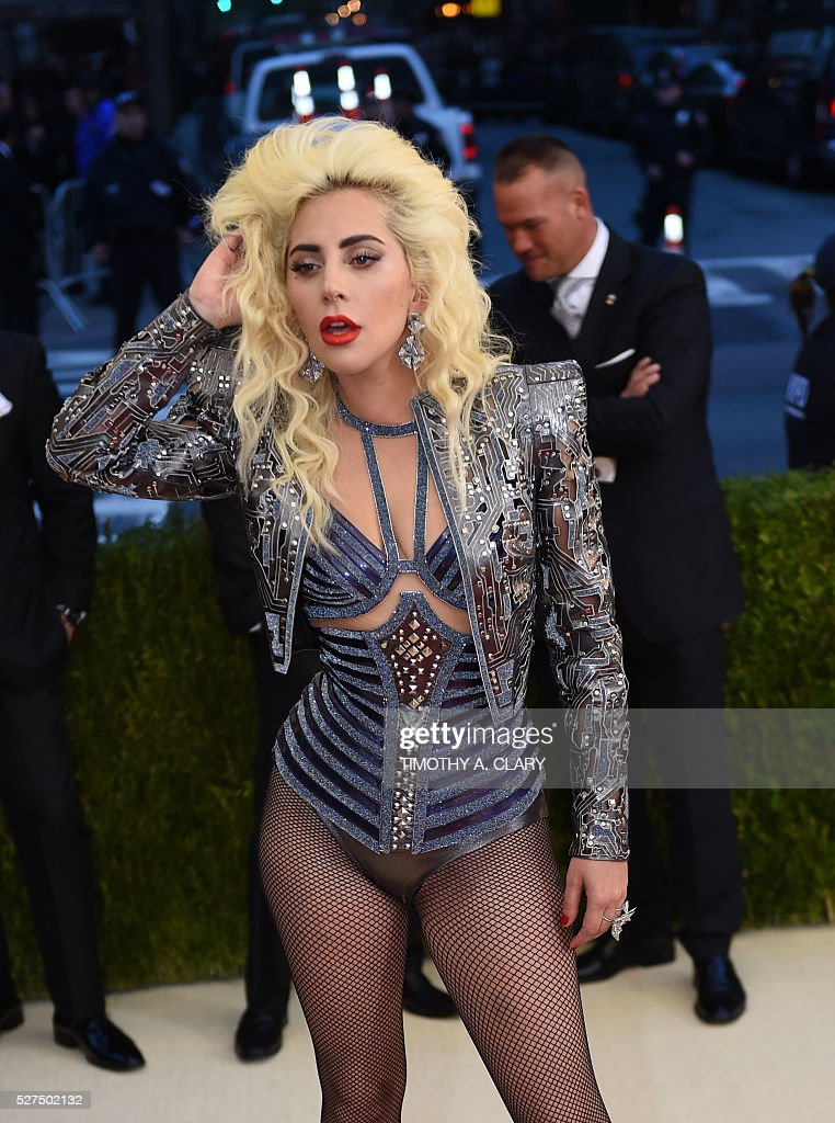 Lady Gaga arrives for the Costume Institute Benefit at The Metropolitan Museum of Art May 2, 2016 in New York. / AFP / TIMOTHY