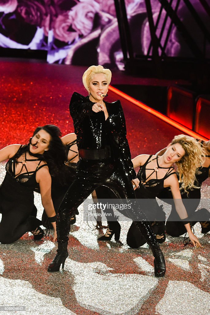 lady-gaga-performs-on-the-runway-at-2016-victorias-secret-fashion-in-picture-id626924842