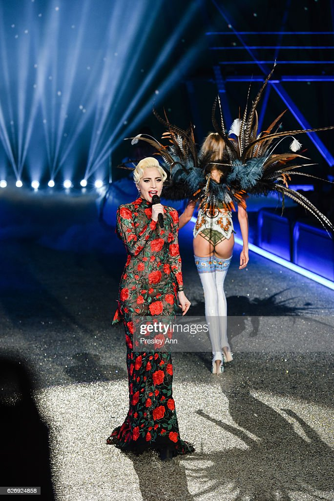 lady-gaga-performs-on-the-runway-at-2016-victorias-secret-fashion-in-picture-id626924858