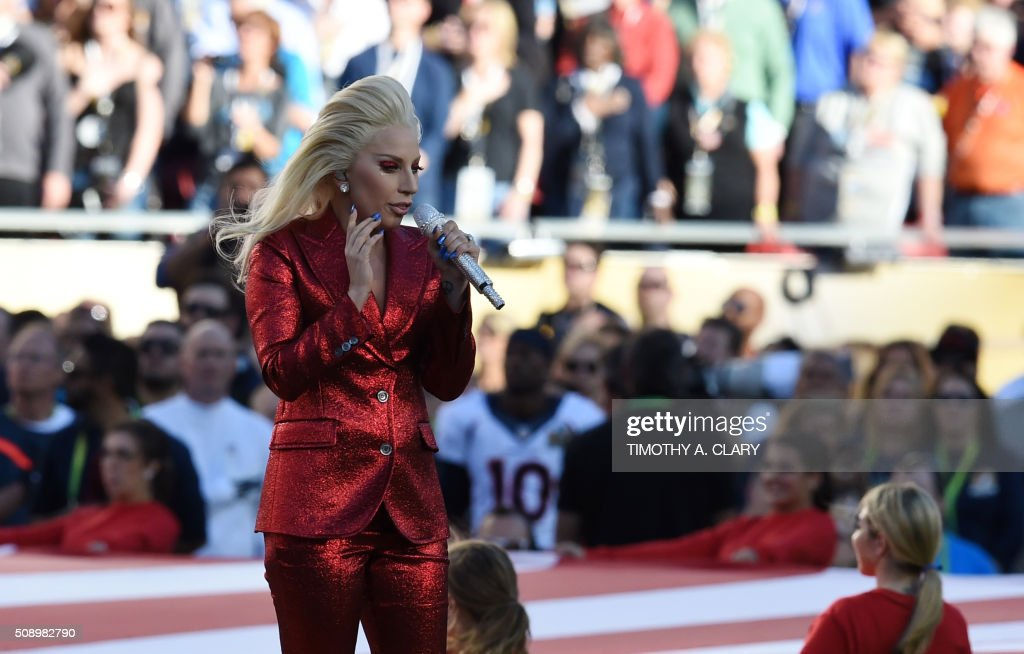 Lady Gaga sings the American National Anthem prior to the start of Super Bowl 50 between the Carolina Panthers and the Denver Broncos at Levi's Stadium in Santa Clara, California, February 7, 2016. / AFP / TIMOTHY A. CLARY