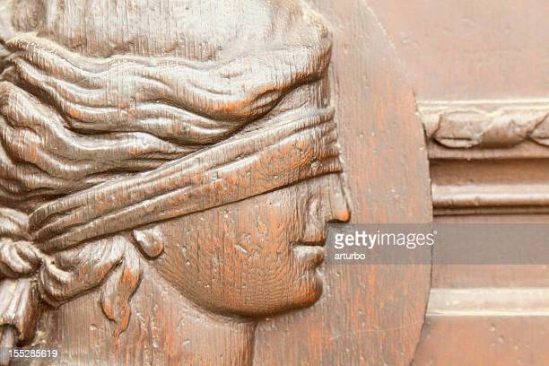 Lady Gerechtigkeit im historischen Rathaus Eingang in Gera