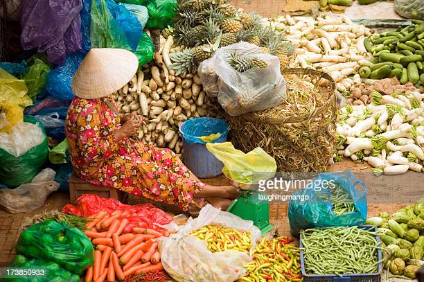 vietnam street market lady vendedor de ho chi minh de saigón