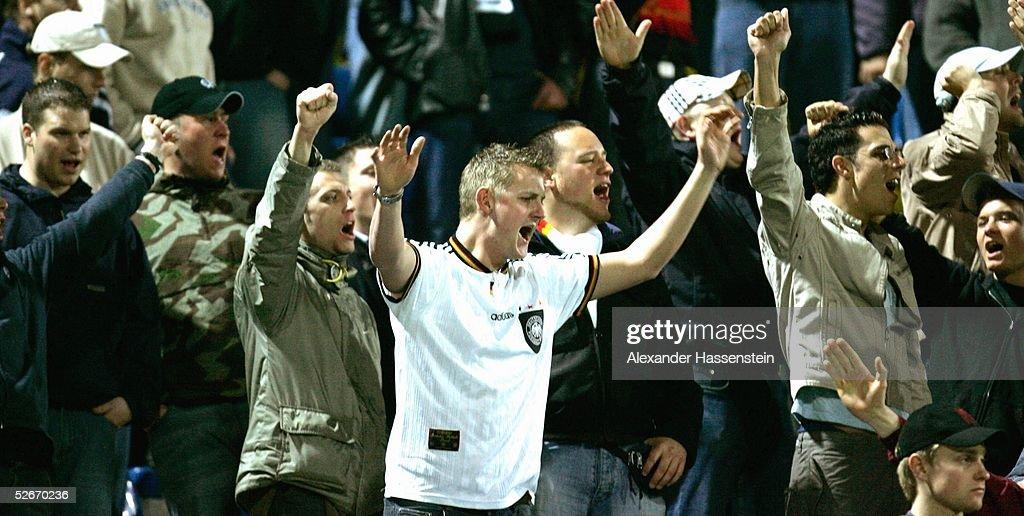 Laenderspiel 2005 Celje 260305 Slowenien Deutschland Deutsche Fans waehrend des Spiels