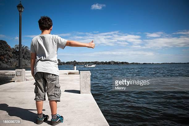 Lac de Nicaragua Faire du stop garçon, Amérique centrale, enfant série «auto-stop»