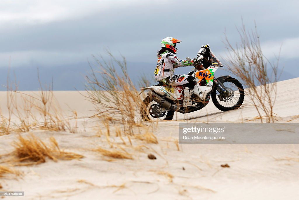 <a gi-track='captionPersonalityLinkClicked' href=/galleries/search?phrase=Laia+Sanz&family=editorial&specificpeople=6375594 ng-click='$event.stopPropagation()'>Laia Sanz</a> of Spain riding on and for KTM 450 RALLY REPLICA KTM RACING TEAM competes on day 11 stage ten between Belen and La Rioja during the 2016 Dakar Rally on January 13, 2016 in near Fiambala, Argentina.