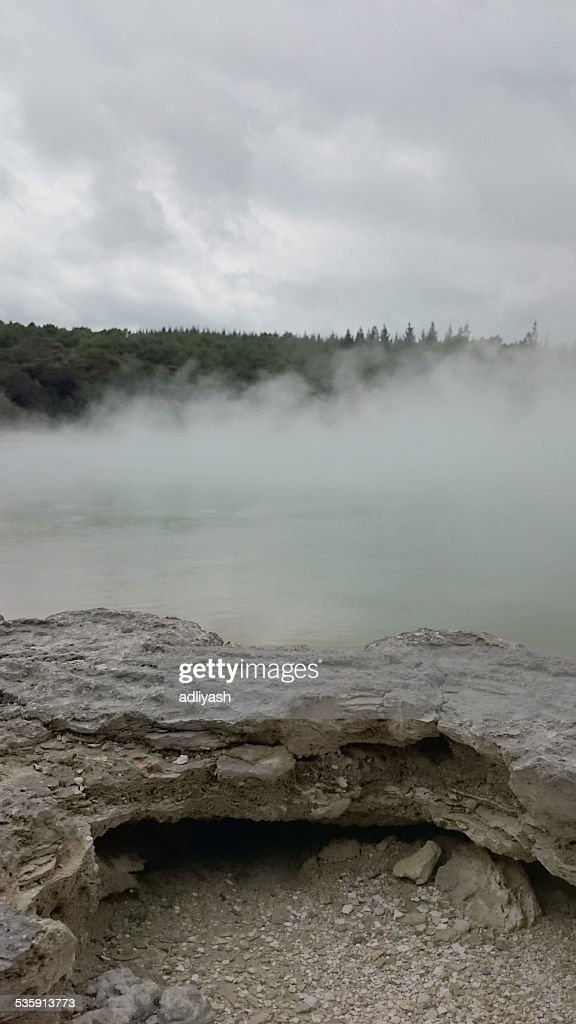 Lago em Wai-O-Tapu : Foto de stock