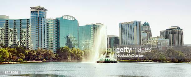 Lago Eola Orlando Panorama di giorno di sole con fontana