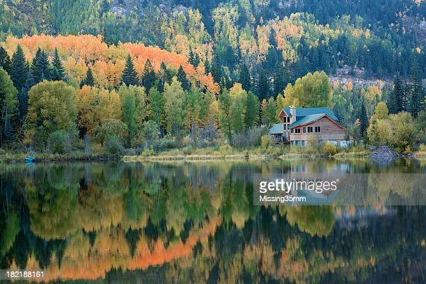 Lake House und dem Herbst Reflektionen