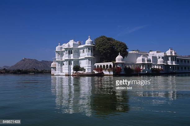 Lake Palace Hotel im Pichola See Udaipur Rajasthan Indien