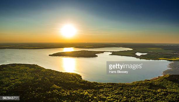 Lake Plauer See in the evening sun, Mecklenburg Lake District or Mecklenburg Lakeland, near Malchow, Mecklenburg-Western Pomerania, Germany