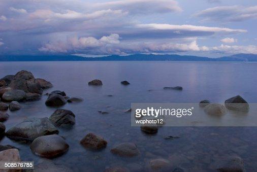 Lake Tahoe shoreline at sunset : Stockfoto