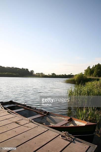 Lac avec bateau