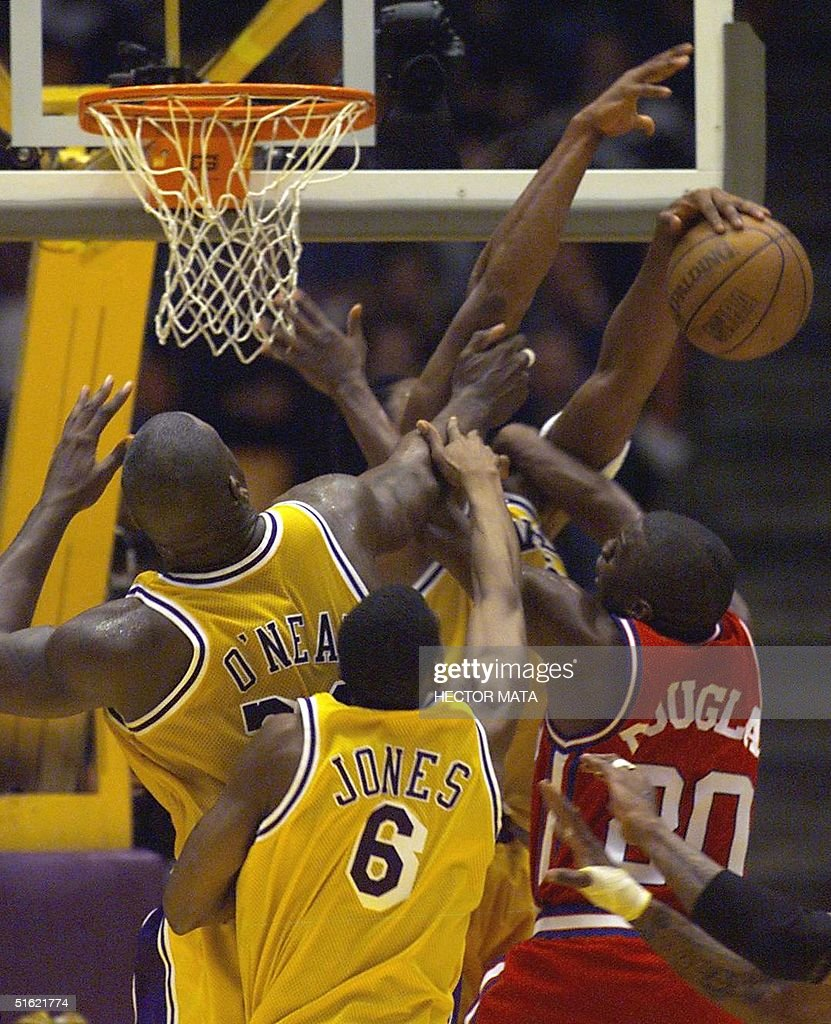Lakers defense players block Clippers player Sherm