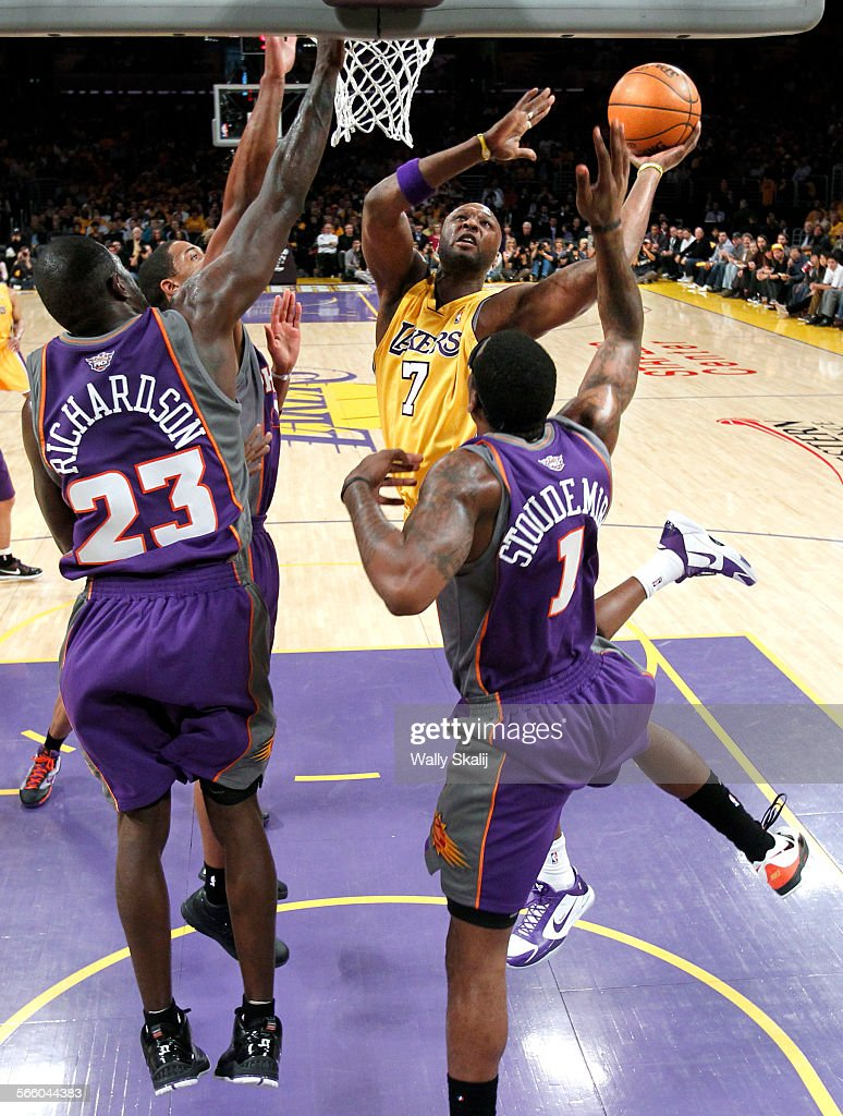 Lakers Lamar Odom makes a basket over Suns Jason Richardson and