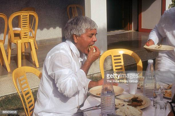 Laloo Prasad Yadav taking food