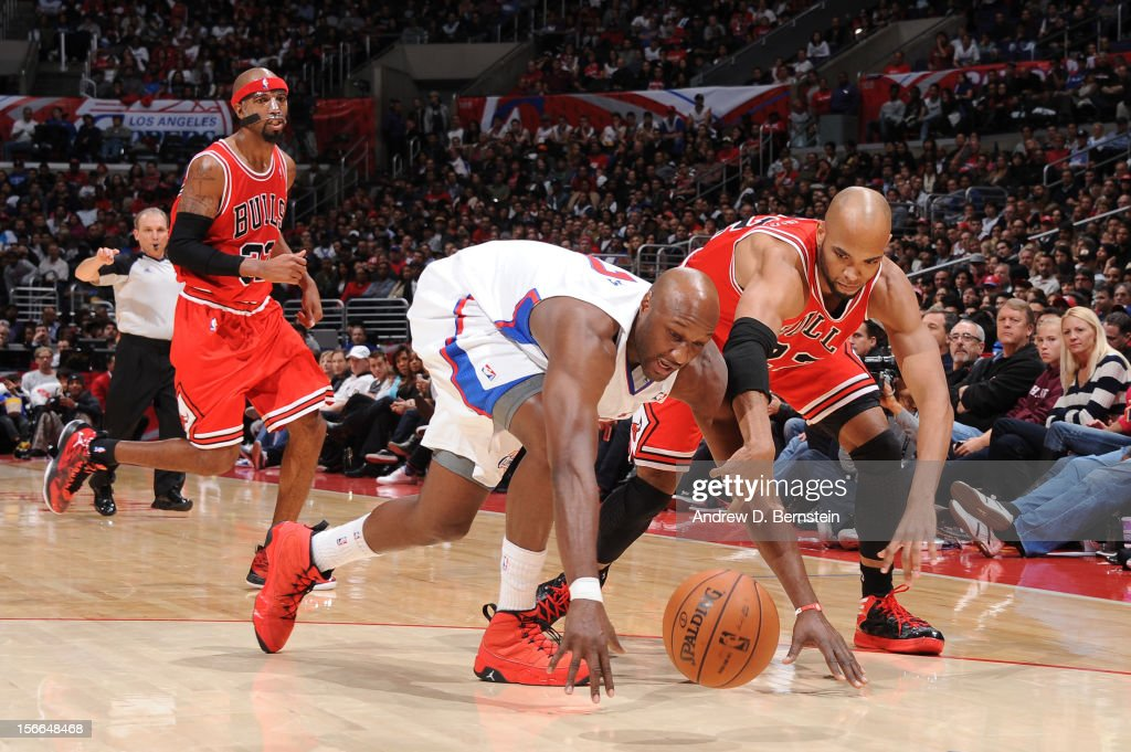 Lamar Odom #7 of the Los Angeles Clippers and Taj Gibson #22 of the Chicago Bulls chase after a loose ball at Staples Center on November 17, 2012 in Los Angeles, California.