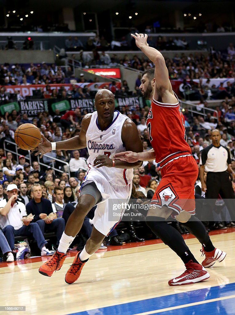 <a gi-track='captionPersonalityLinkClicked' href=/galleries/search?phrase=Lamar+Odom&family=editorial&specificpeople=201519 ng-click='$event.stopPropagation()'>Lamar Odom</a> #7 of the Los Angeles Clippers drives against <a gi-track='captionPersonalityLinkClicked' href=/galleries/search?phrase=Vladimir+Radmanovic&family=editorial&specificpeople=201834 ng-click='$event.stopPropagation()'>Vladimir Radmanovic</a> #77 of the Chicago Bulls at Staples Center on November 17, 2012 in Los Angeles, California. The Clippers won 101-80.