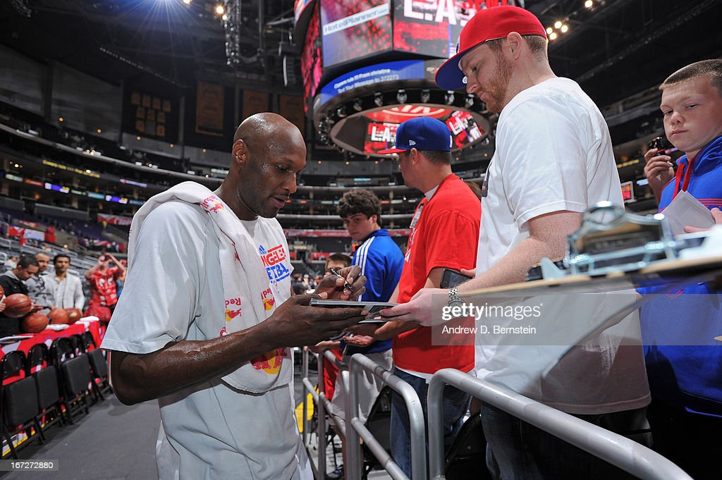 <a gi-track='captionPersonalityLinkClicked' href=/galleries/search?phrase=Lamar+Odom&family=editorial&specificpeople=201519 ng-click='$event.stopPropagation()'>Lamar Odom</a> #7 of the Los Angeles Clippers signs autographs before the game against the Memphis Grizzlies at Staples Center on March 13, 2013 in Los Angeles, California.