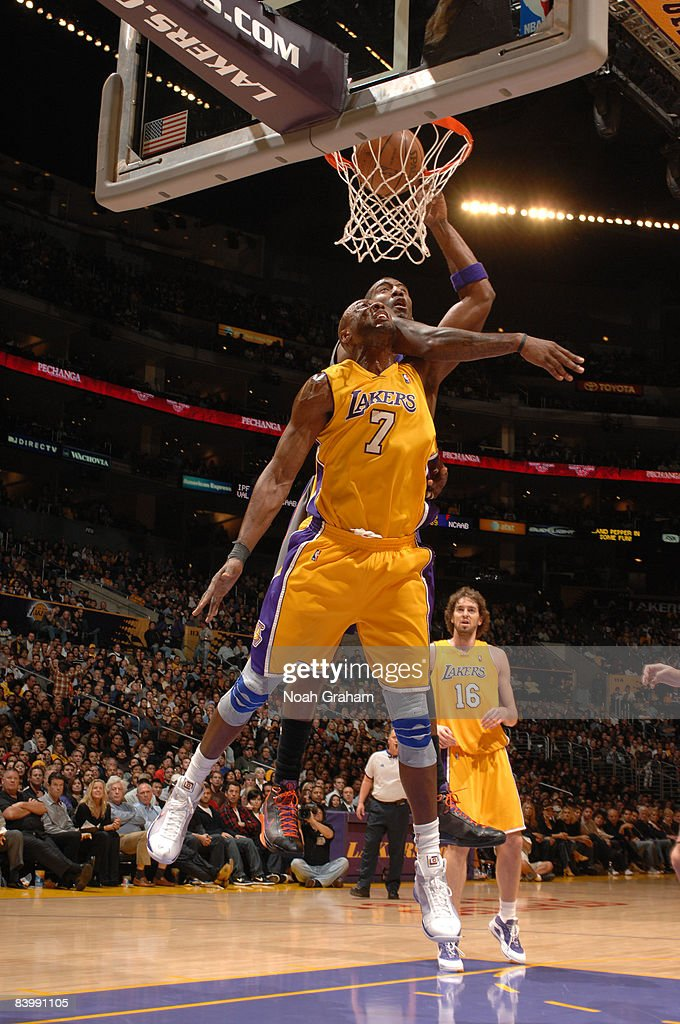 Lamar Odom #7 of the Los Angeles Lakers dunks against Amar'e Stoudemire #1 of the Phoenix Suns during their game at Staples Center on December 10, 2008 in Los Angeles, California.