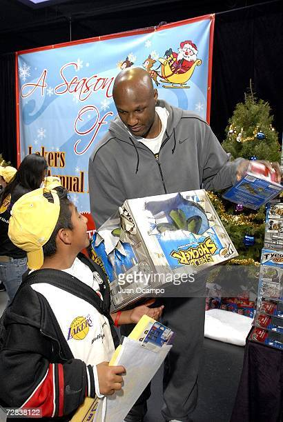 Lamar Odom of the Los Angeles Lakers helps pass out gifts to the children during the Lakers Holiday Party on December 16 2006 at Toyota Training...