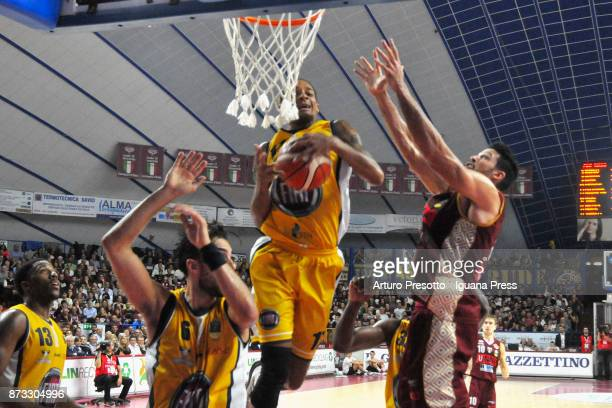 Lamar Patterson and Aleksander Vujacic Deron Washington of Fiat competes with Mitchell Watt of Umana during the LBA LegaBasket of Serie A match...