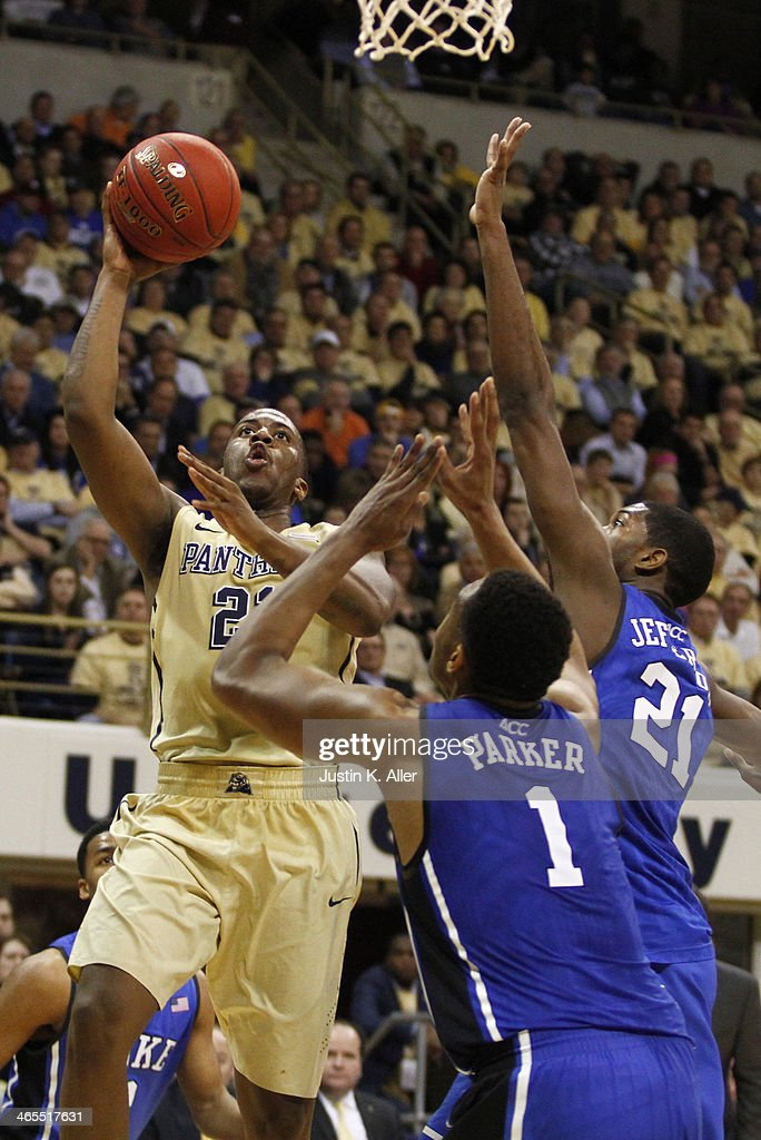 Lamar Patterson #21 of the Pittsburgh Panthers drives to the basket against the Duke Blue Devils at Petersen Events Center on January 27, 2014 in Pittsburgh, Pennsylvania.