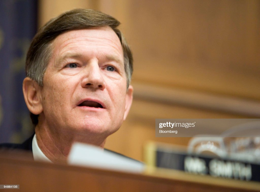 Lamar Smith, Republican U.S. Representative from Texas, questions Scott McClellan, former press secretary for U.S. President George W. Bush, during a House Judiciary Committee hearing in Washington, D.C., U.S., on Friday, June 20, 2008. McClellan told lawmakers he doesn't know whether Vice President Dick Cheney or other government officials committed a crime in connection with the leak of a CIA operative's identity.