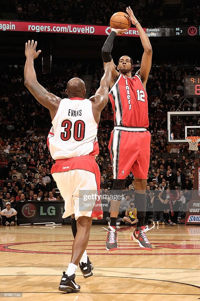 <a gi-track='captionPersonalityLinkClicked' href=/galleries/search?phrase=LaMarcus+Aldridge&family=editorial&specificpeople=453277 ng-click='$event.stopPropagation()'>LaMarcus Aldridge</a> #12 of the Portland Trail Blazers shoots against <a gi-track='captionPersonalityLinkClicked' href=/galleries/search?phrase=Reggie+Evans&family=editorial&specificpeople=202254 ng-click='$event.stopPropagation()'>Reggie Evans</a> #30 of the Toronto Raptors during the game on February 24, 2010 at Air Canada Centre in Toronto, Canada. The Blazers won 101-87.