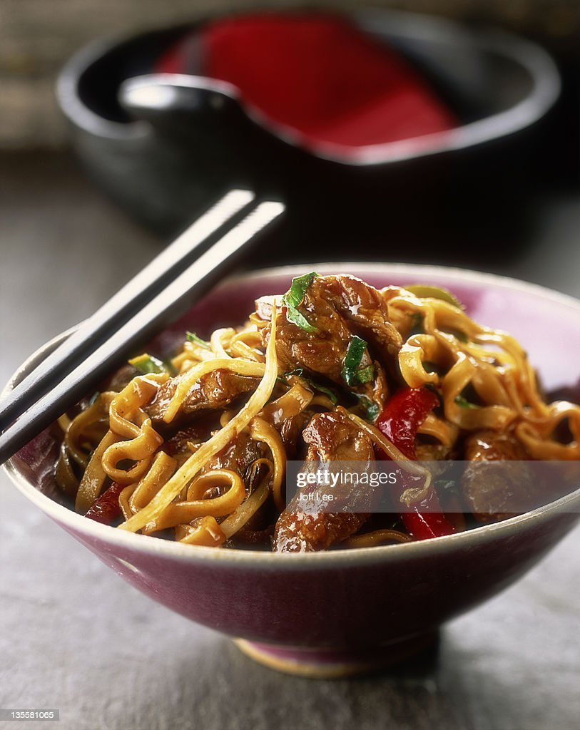 Lamb & noodle stir-fry : Stock Photo