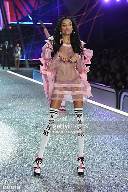 Lamenka Fox walks the runway at the Victoria's Secret Fashion Show on November 30 2016 in Paris France